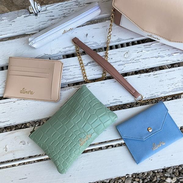 Alénore haute maroquinerie végétale est une marque de sacs et accessoires vegan, sans cuir, fabriqués en France, éthique et éco-responsable